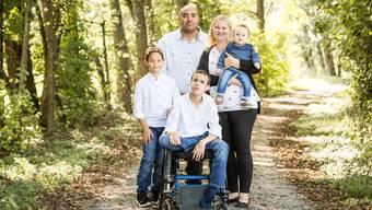 Auf Spaziergängen im Wald mit der Familie ist Daniela Duvergé am glücklichsten. Jamie kommt dann im Rollstuhl mit.