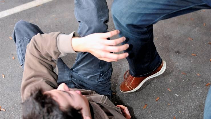 Der 19-jährige Mann wurde in Balsthal bei einer Schlägerei im Gesicht verletzt. (Symbolbild)