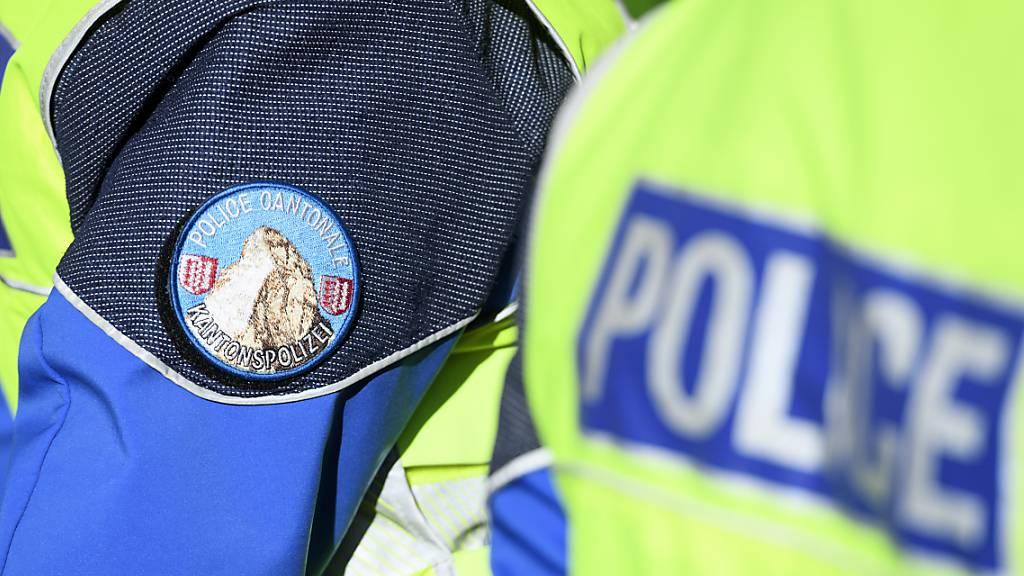 Die Walliser Kantonspolizei ist am Sonntagmorgen zu einem Mountainbike-Unfall in Savièse VS ausgerückt. Ein 58-Jähriger hatte dort auf einer Cross-Piste tödliche Verletzungen erlitten. (Archivbild)