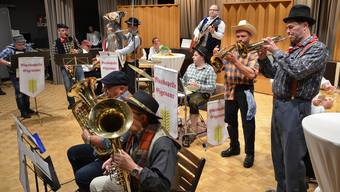 Die «Strassenmusikanten» bei ihrem ungezwungenen Auftritt.