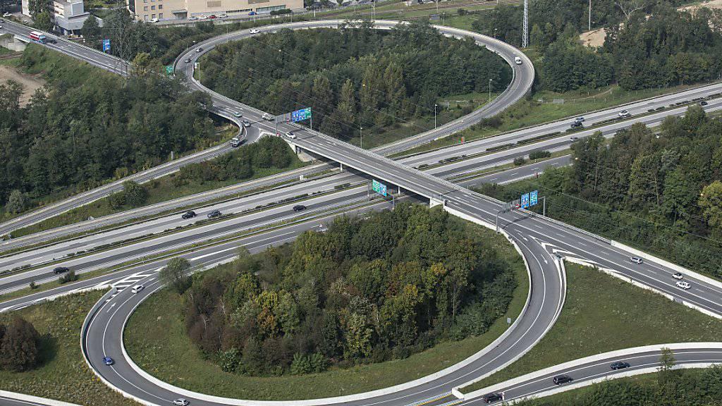 Es fehlt an Geld für Ausbau und Unterhalt des Nationalstrassennetzes. Darum möchte der Bundesrat neue Einnahmequellen erschliessen. Die Vorlage wird nun im Ständerat diskutiert.