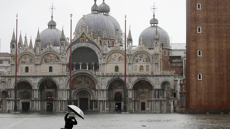 Im Markusdom ist das Wasser bis auf 70 Zentimeter gestiegen.