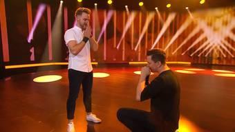 Und plötzlich ging er auf die Knie: Sven Epiney fragte seinen Freund in der Finalshow am Samstagabend, ob Michael Graber mit ihm sein Leben verbringen will.