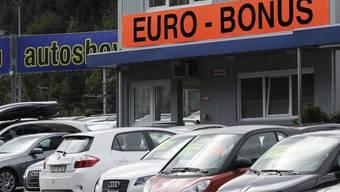 Die Nachfrage nach neuen Autos nimmt in der Schweiz überraschend zu (Archiv).