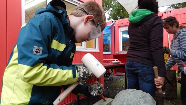 Während der Aktionswoche werden Solothurner Kinder für einmal auch zu Steinmetzen