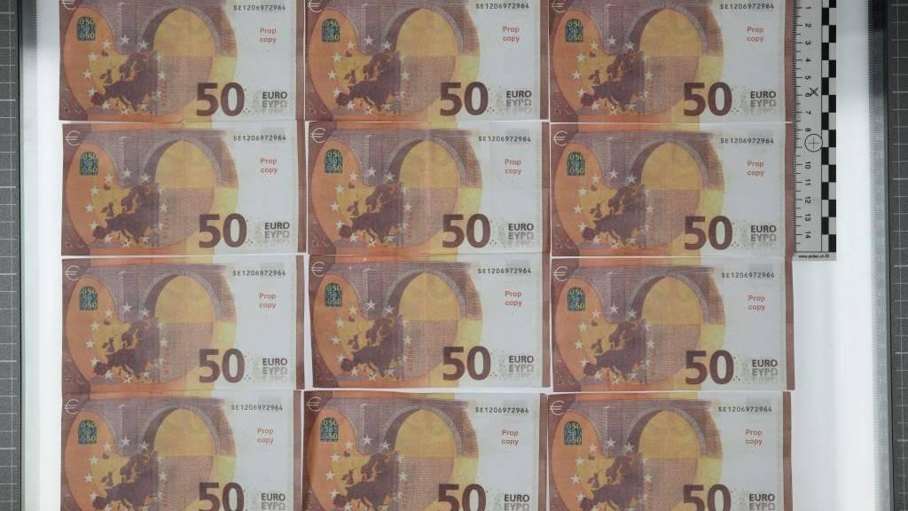 Mann bezahlt in Zuger Lokal mit Falschgeld