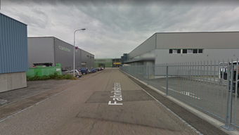 Auf der Höhe der Eurodach AG wurde der Fussgänger von dem schwarzen Auto angefahren.