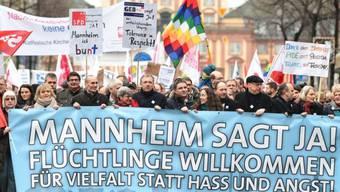 Fast 12'000 Personen demonstrieren für Solidarität mit Flüchtlingen