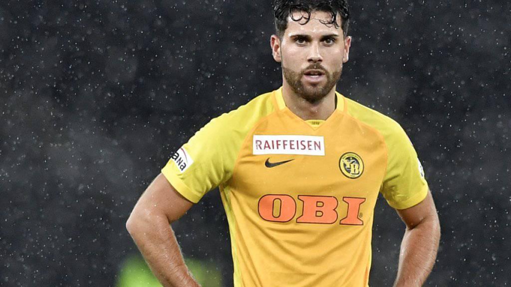 Alleine im Regen: Leonardo Bertone kann die Enttäuschung nach dem 1:1 der Young Boys gegen die Grasshoppers nicht verbergen