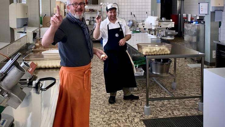 Urban Schiess und Stefan Bader sind mit Elan bei der Sache.