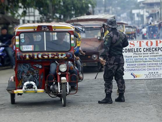 Auf den katholisch geprägten Philippinen stellen Muslime mit einem Bevölkerungsanteil von weniger als zehn Prozent eine Minderheit dar. Sie haben der Regierung in der Vergangenheit mehrfach Vernachlässigung vorgeworfen.