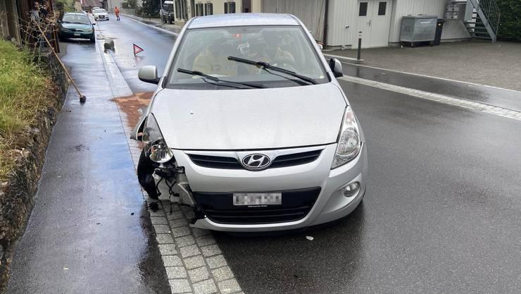 Stark alkoholisiert streifte ein Autofahrer gestern in Thalheim eine Hauswand.