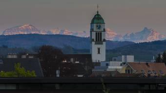 Dietikon, der weltberühmte Touristenort in den Schweizer Alpen...