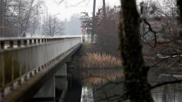 Beim südlichen Brückenkopf der Wylihofbrücke (Mitte) plant der Kanton eine Radwegunterführung.