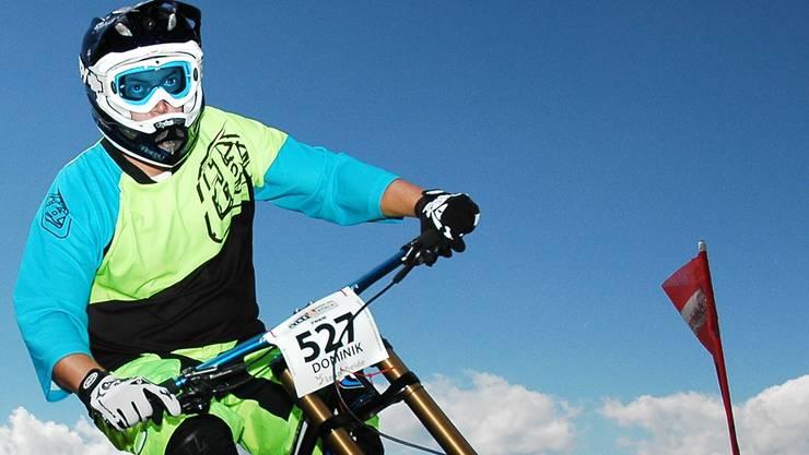 Die nächste technische Schwierigkeit oder den nächsten Sprung immer im Blick: Dominik Betschart am Bike-Attack auf der Lenzerheide.