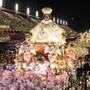 ARCHIV - Mitglieder der Sambaschule Mangueira treten bei einem Karnevalsumzug im Sambadrom auf. Die brasilianische Metropole Rio de Janeiro verschiebt wegen der Corona-Pandemie den weltberühmten Karneval. Ein neuer Termin hängt laut dem Verband der Sambaschulen davon ab, wann es eine Impfkampagne geben wird. Foto: Fabio Teixeira/ZUMA Wire/dpa