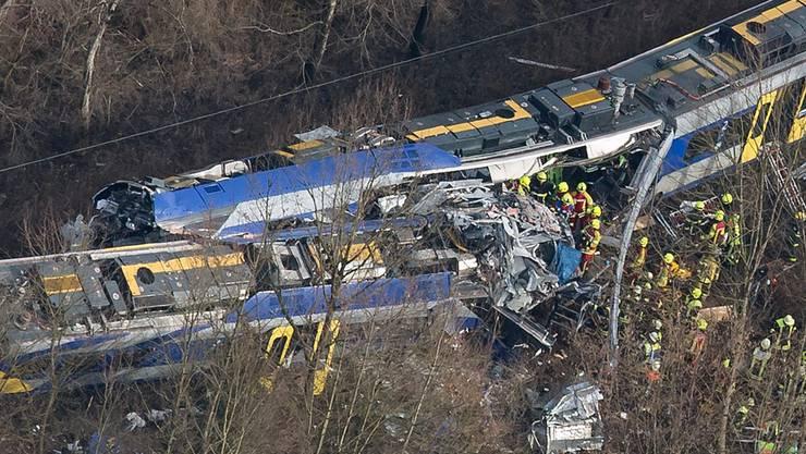 Schweres Zugunglück in Bayern: Mehrere Menschen kamen bei einem Frontal-Zusammenstoss zweier Züge ums Leben