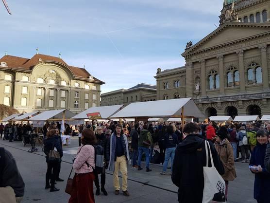 Nach dem Umzug durch die Stadt gab es auf dem Bundesplatz Reden...