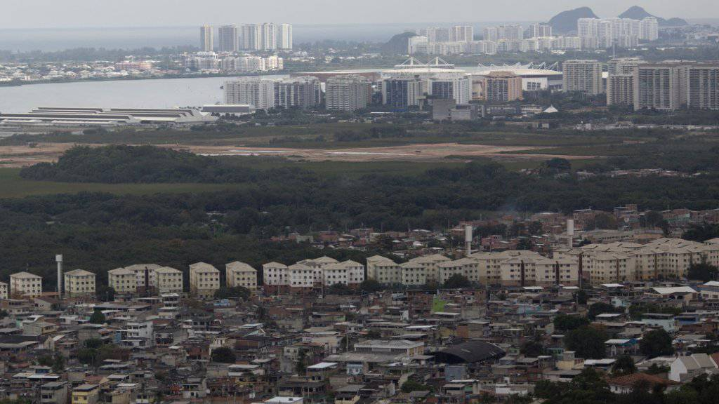 """Blick auf das Elendsviertel """"Cidade de Deus"""" bei Rio de Janeiro: Nach Kämpfen zwischen Polizisten und Kriminellen stürzt ein Polizeihelikopter in der Favela ab. (Archivbild)"""