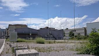 Das Dietiker Limmatfeld erhält ein provisorisches Schulhaus: Das Projekt ist bereits ausgesteckt.