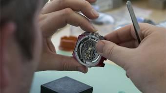 Zeitlos: Ein Uhrmacher der Manufaktur von Audemars Piguet in Le Brassus bei seiner Arbeit.