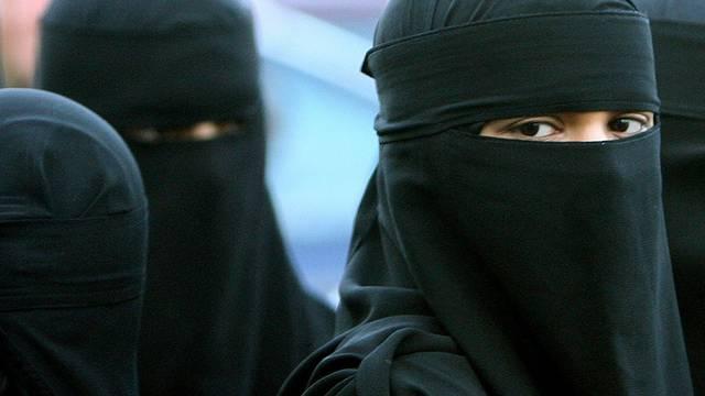 Und bald werden die Stimmbürger mit einem Ja zu einer angekündigten Volksinitiative für ein Burka-Verbot einen weiteren Pflock gegen die galoppierende auch optische Islamisierung der Schweiz einschlagen können. (Archiv)