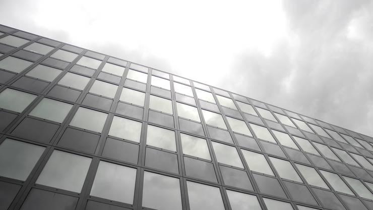 Die neue Fassade des Büroturms besteht auch aus sogenanntem Sage-Glass, einem intelligenten Sonnenschutzglas, das sich automatisch vertönen lässt.