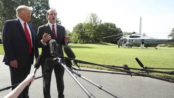 Über die Affäre Epstein gestolpert: US-Arbeitsminister Alexander Acosta bei der Bekanntgabe seines Rücktritts mit Präsident Donald Trump in Washington.