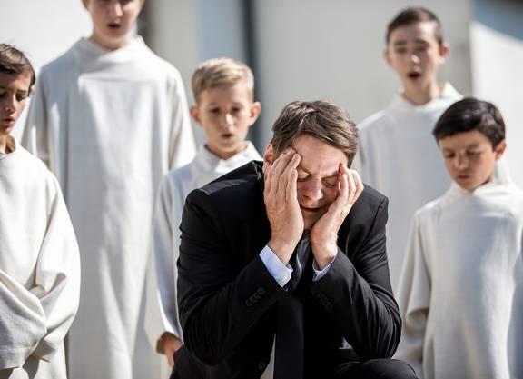 Roeland Wiesnekker als Sebastian Lötscher