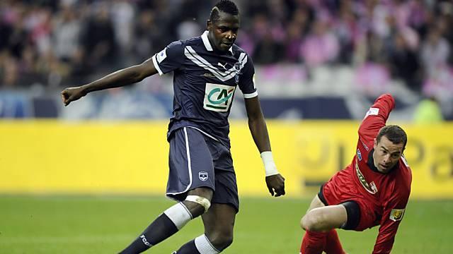 Diabate erzielt gegen Evian-Hüter Gaillard das erste Tor.