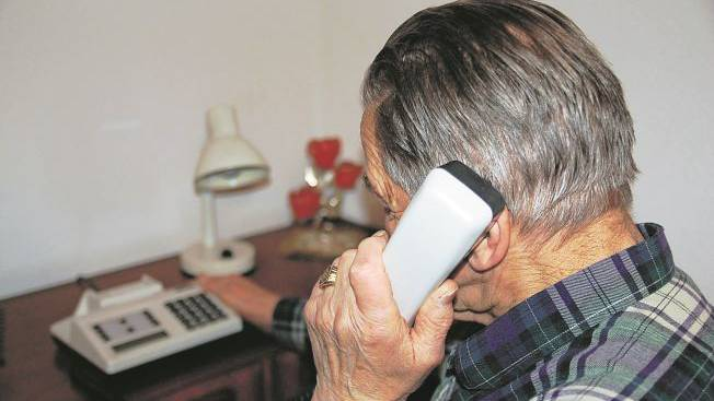 Rentner am Telefon
