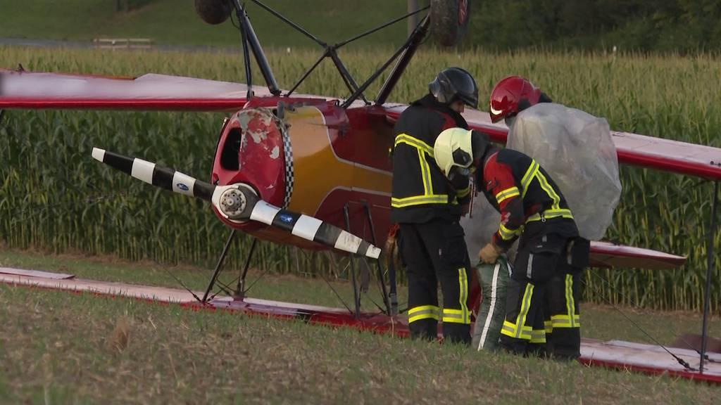 Notlandung: Pilot muss kopfüber aus Flugzeug in Schinznach-Dorf klettern
