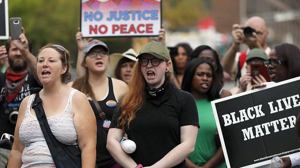 Dritter Tag in Folge: In St. Louis in den USA gehen seit Tagen zahlreiche Personen auf die Strasse, um gegen Rassendiskriminierung und Polizeigewalt zu protestieren.