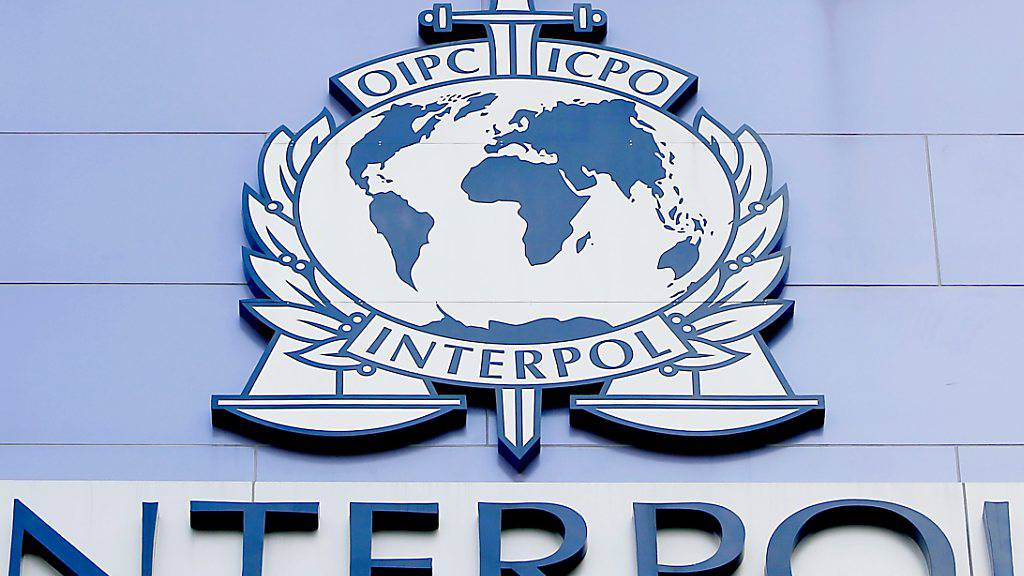 Interpol-Chef warnt vor Handel mit gefälschtem Corona-Impfstoff
