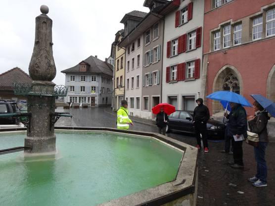 Brunnentour Laufenburg am Laufenbrunnen beim alten Zoll.