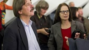 Paul Rechsteiner verfolgt am Wahlsonntag das Geschehen - nun tritt er im zweiten Wahlgang zur Ständeratswahl noch einmal an