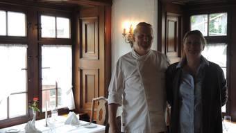 Das Wirtepaar präsentiert stolz sein «Gourmet Stübli».