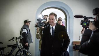 Walter Dubler betritt das Rathaus.