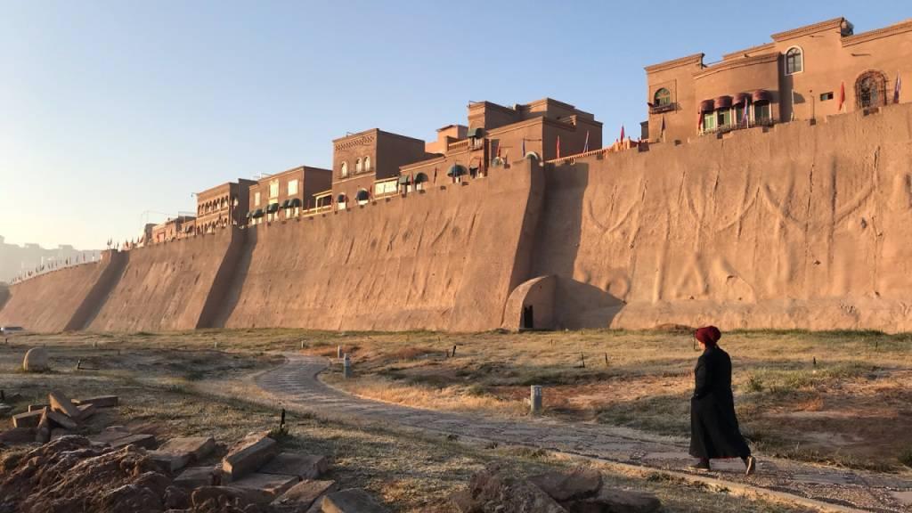 ARCHIV - Altstadt in der westchinesischen Stadt Kaschgar. In der Oasen-Stadt herrschen strikte Sicherheitsvorkehrungen, was eine Berichterstattung für Journalisten schwierig macht und das Leben der uigurischen Minderheiten beeinträchtigt. Foto: Simina Mistrenau/dpa