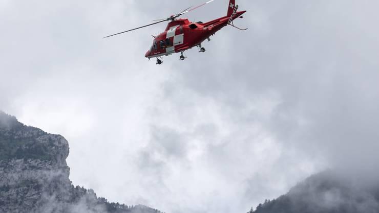 In der Dämmerung zur Suche aufgebrochen: Mit Hilfe der Rega verunfallten Alpinisten in Engelberg geortet. (Symbolbild)