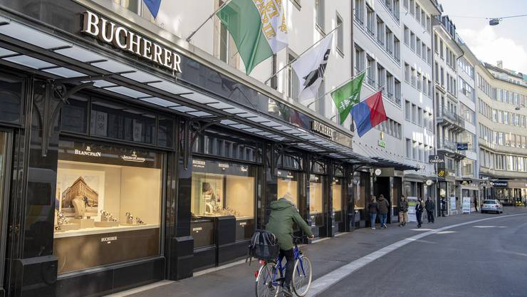 Das Uhren- und Schmuckgeschäft Bucherer hat in Luzern und Interlaken Kurzarbeit eingeführt.
