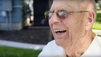 Keith Davidson hat die Einsamkeit in seinem Haus satt – und baut kurzerhand einen Swimming Pool für die Nachbarskinder