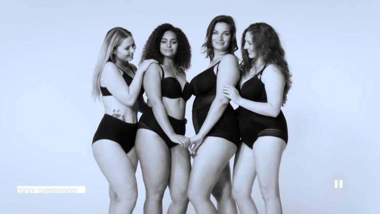 Schwarz-weiss Videodreh: Vera (links) und ihre drei «Gruppengspänli» sollen sich wie beste Freundinnen präsentieren. Gelingt!