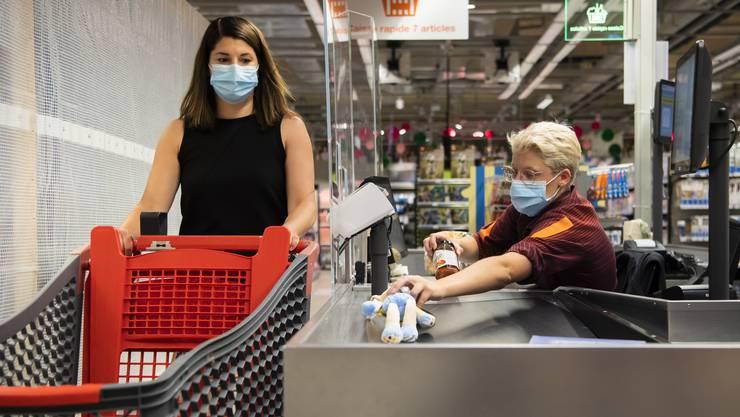 Das BAG empfiehlt eine Maskenpflicht in geschlossenen Räumen.
