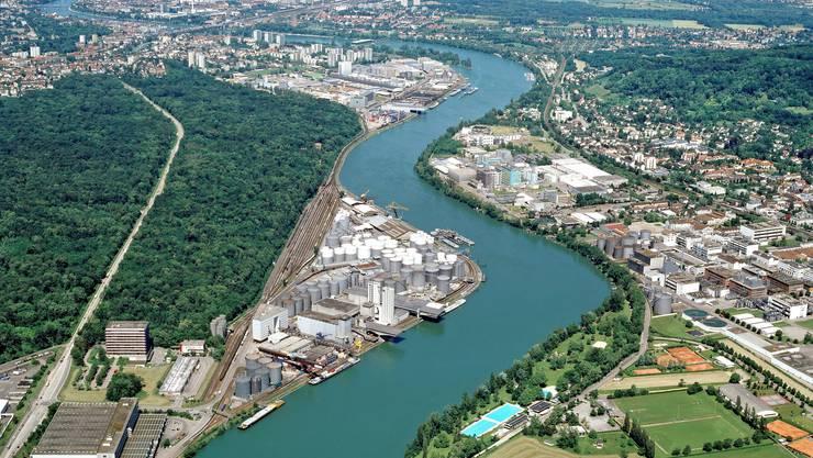 Die geplante Sondermüllanlage soll in Rheinnähe (Bildmitte rechts) zu liegen kommen.