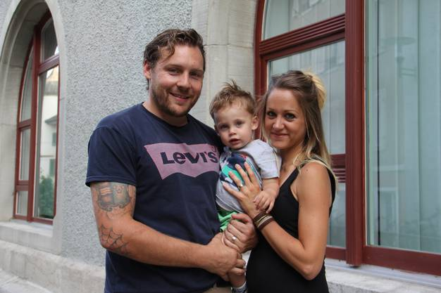 Bernhard Bertschi (35) und Ehefrau Yasmine (32) mit Sohn Dean (1) wohnen als Familie seit einem halben Jahr in Brugg.