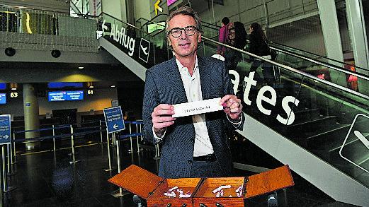 Matthias Suhr, Direktor EuroAirport: «Privat verreise ich gerne und grösstenteils mit der Bahn. Beruflich fliege ich auch nicht viel, nach Paris nehme ich den Zug.»