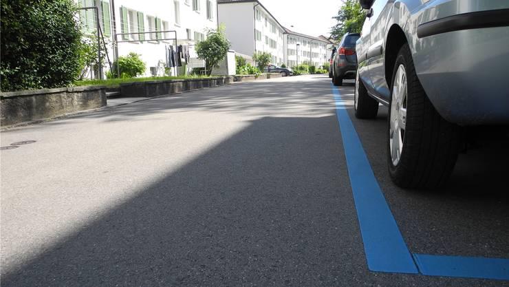 Das Parkier-Regime sollte in Schlieren umgebaut werden, doch bleiben nun die bestehenden Verordnungen in Kraft.
