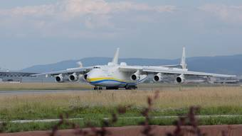 Die Antonov 225 landet am EuroAirport