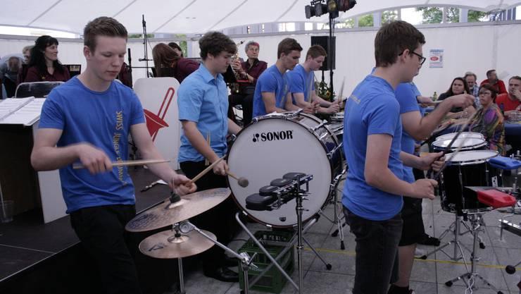 Wirbelnde Stöcke bei den «Swiss Jungle Drummers»